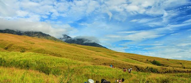 Awas! Bukit Anak Dara Lombok Bikin Jatuh Cinta
