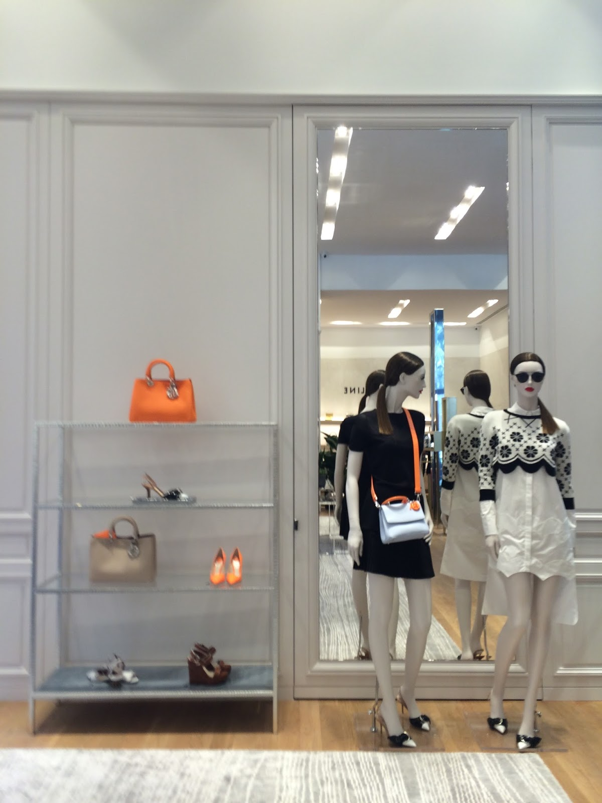 """f49e8c128f368 Requintada e inovadora a nova Loja das Meias distingue-se pelo conceito  """"shop in shop"""" das marcas Dior e Céline no piso principal e com montras  exclusivas ..."""