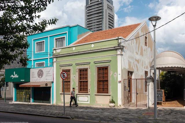 Casa na Mateus Leme sendo restaurada