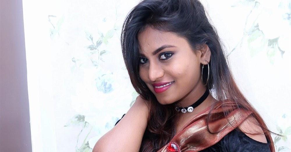 Priyanka Augustin Sexy Saree And Navel Show Photos