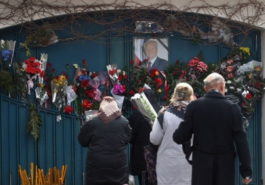 Serbian citizens efforts to erect Slobodan Milosevic's statue