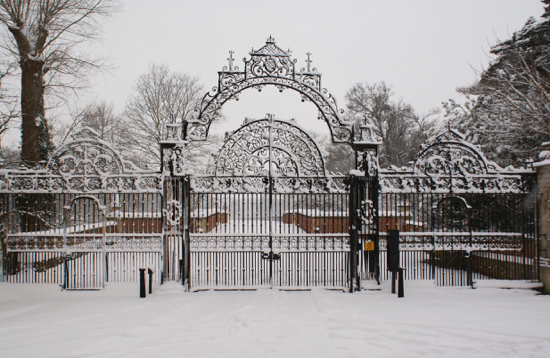 Photograph of North Mymms Park entrance gates in snow 2011 Image from North Mymms Park, part of the Images Of North Mymms collection
