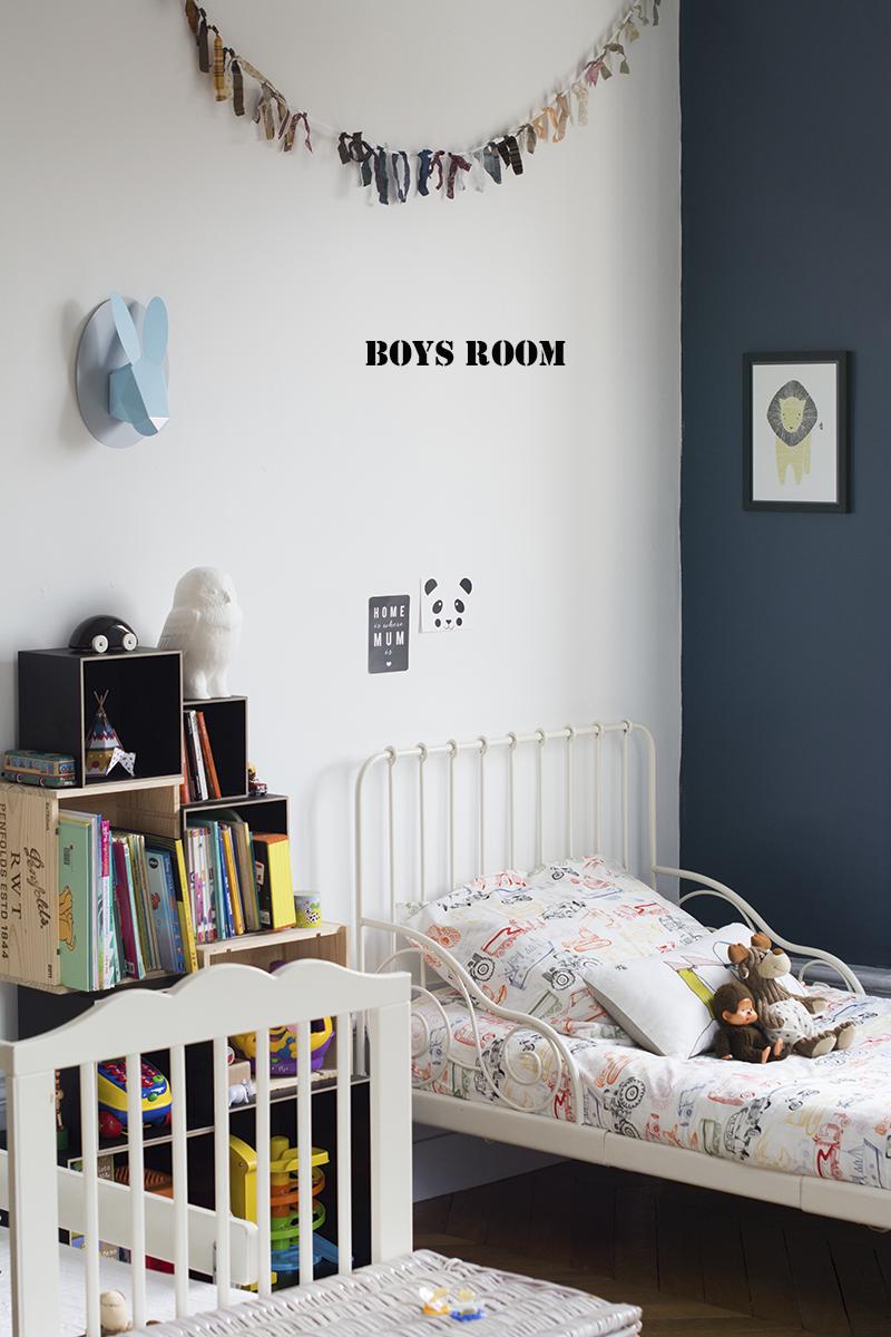 ilovequeencharlotte une chambre de petits gar ons una habitaci n para ni os. Black Bedroom Furniture Sets. Home Design Ideas