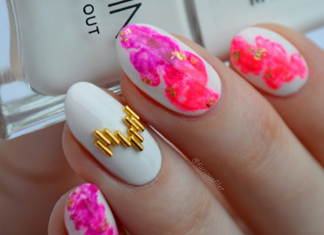 festival summer nails gold neon