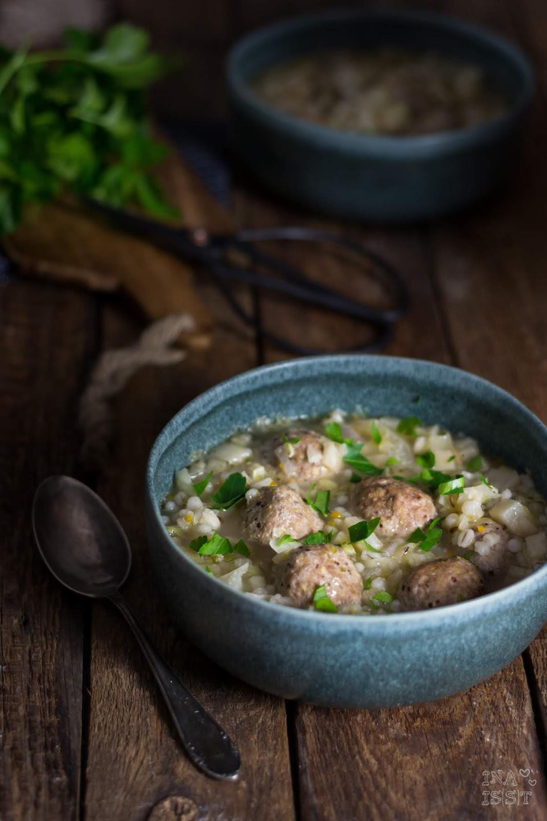 Rezept für Graupen-Kohlsuppe mit Tatar Bällchen