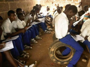 Nigeria secondary school students gives boyfriend blowjob in class - 4 2