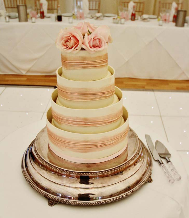 Beautiful wedding cake stand inspiration cake magazine for Beautiful cake stands