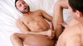 Stuffed Hole – Carson Cruise & Jordan Boss