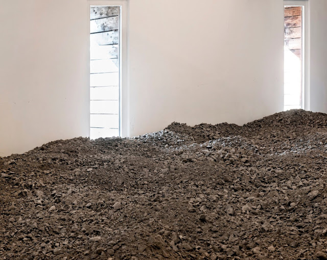 a287dde7971 As Latitudes' writes in the essay (...) 'As part of her most recent project  for CAIRN Centre d'art, Almarcegui has produced 'Roches et Materiaux du  Bassin ...
