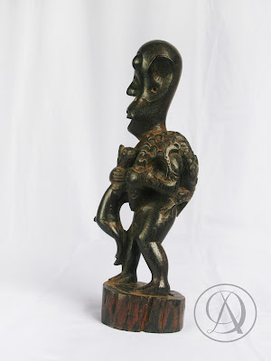 Divka Antik menjual barang antik, unik, kuno, langka, dan barang seni seperti Patung Tua Primitif