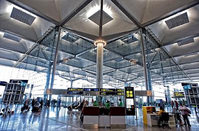 Niedawno otwarte lotnisko w Maladze widok na terminal odlotów