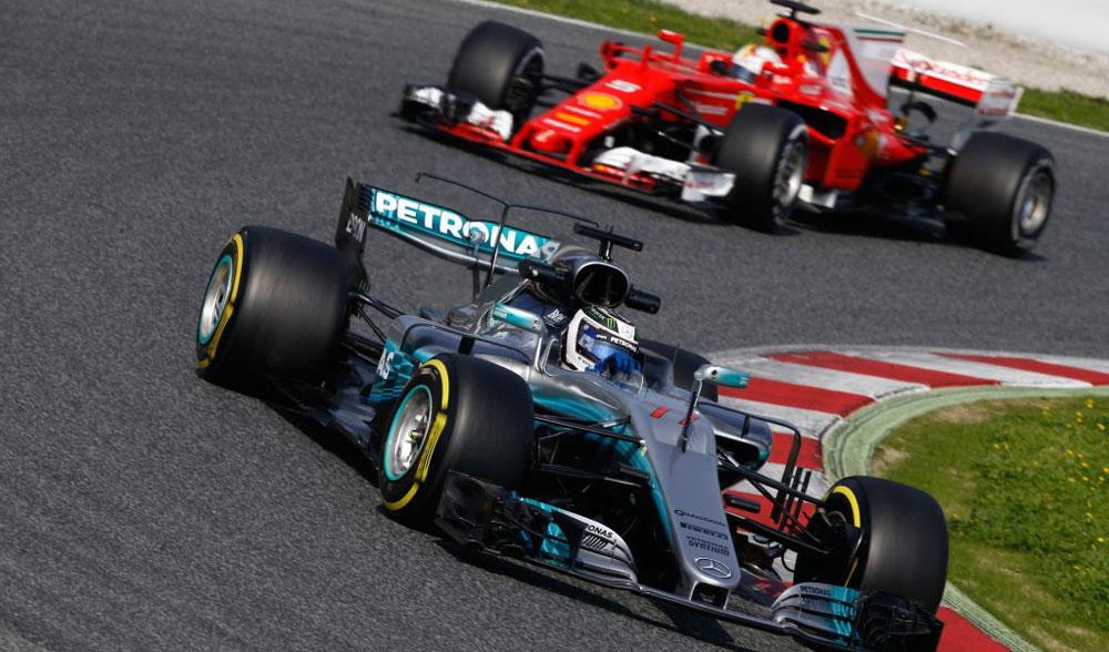 Mercedes y Ferrari mandan en el primer día de test 2017 de F1 en Barcelona