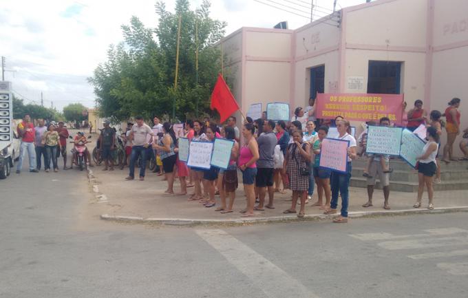 Protesto: Servidores Púbicos Municipais de Pacujá paralisam atividades por falta de pagamento