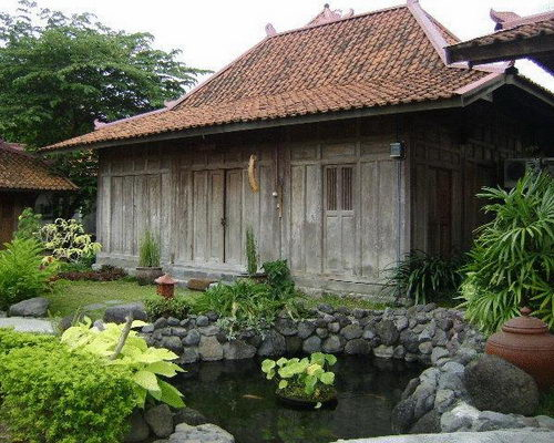 www.Tinuku.com Classic boutique hotel Bale Inap Tembi Rumah Budaya in Javanese architectural style