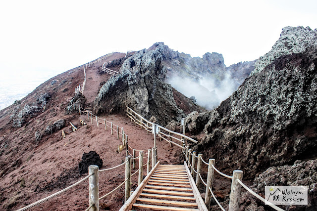Wulkan Wezuwiusz krater