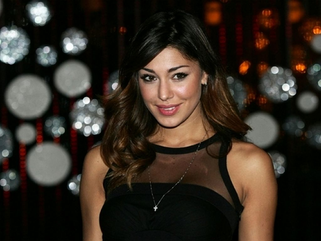 Hollywood And Bollywood Celebrities Pictures Belen