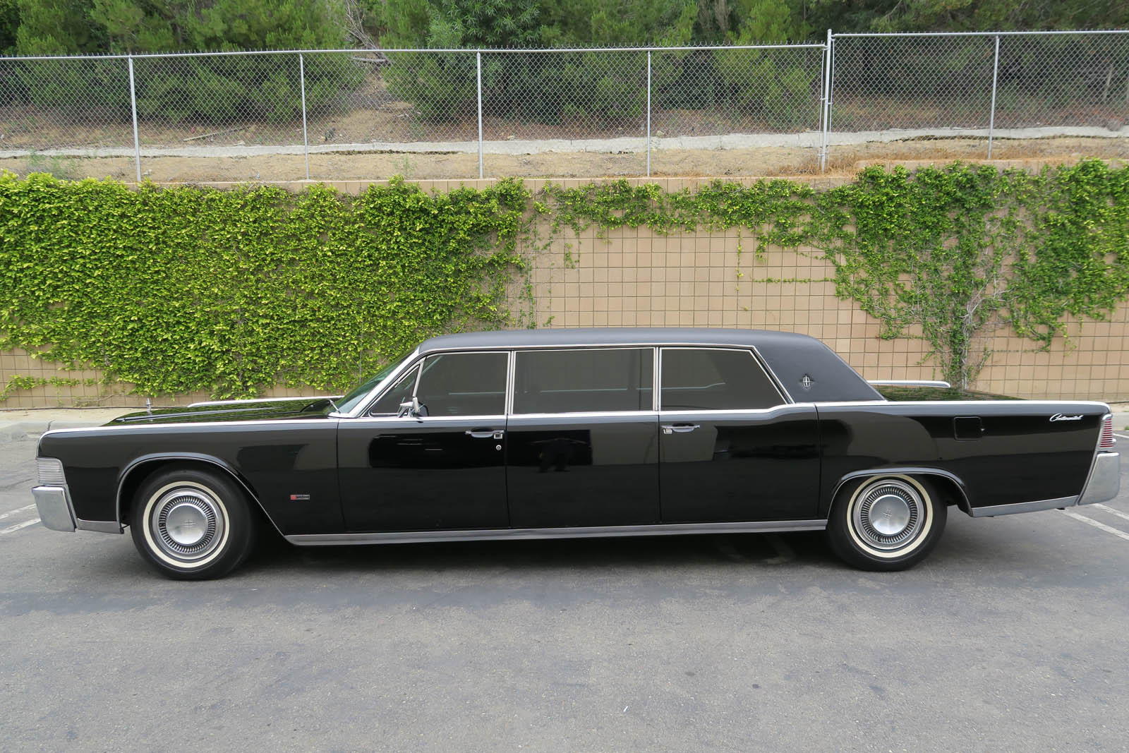 ride like the king of cool in steve mcqueen 39 s 1965 lincoln continental limousine. Black Bedroom Furniture Sets. Home Design Ideas