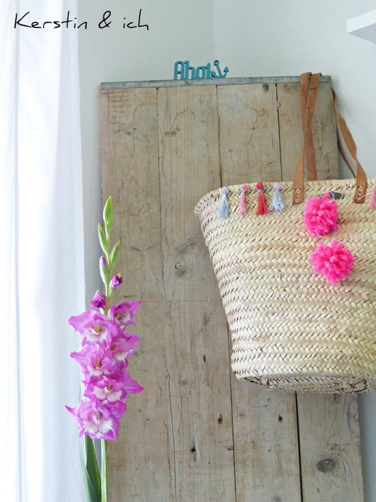 Selbermachen Korbtasche mit Pompoms und Quasten