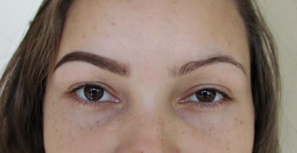 Resultado das sobrancelhas preenchidas com o Quarteto de Sobrancelhas da Lotus Make Up
