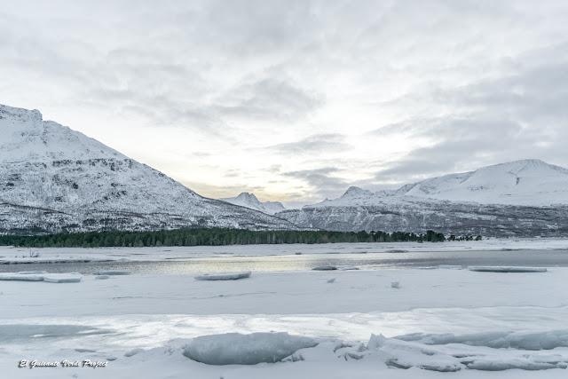 Montañas en el Lyngenjord - Tromso por El Guisante Verde Project