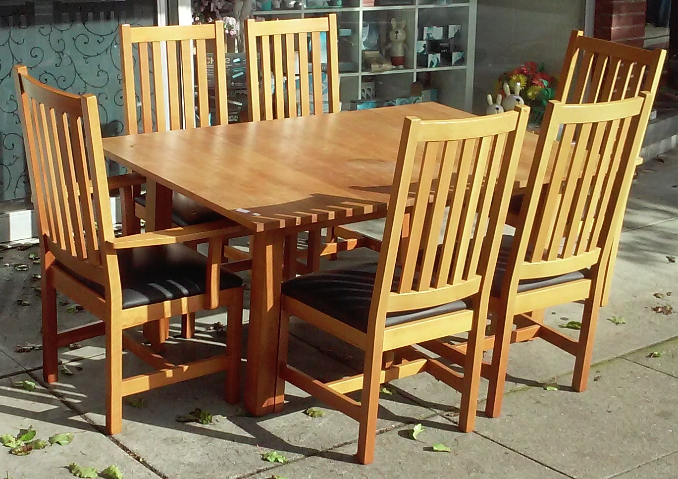 Genial Posted By Uhuru Furniture U0026 Collectibles   Oakland At 2:29 PM