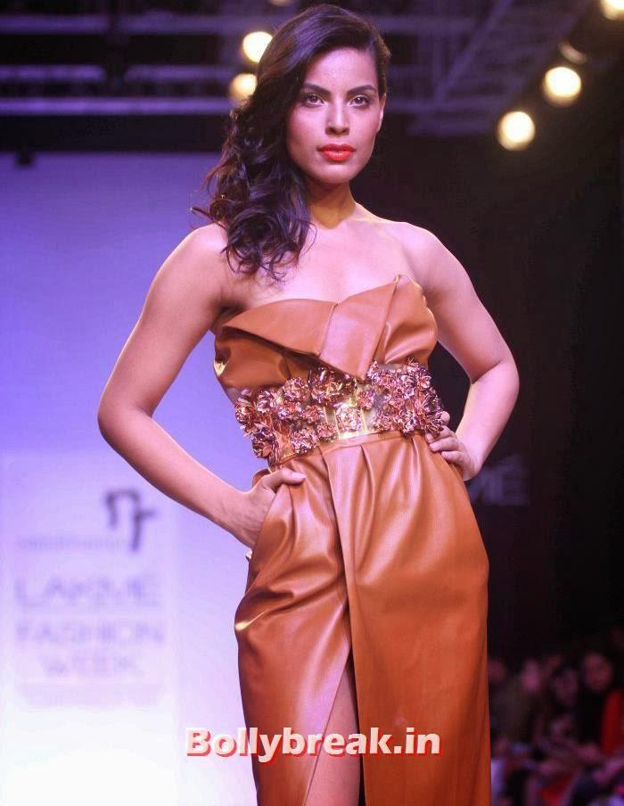 Deepti Gujral, Hot Models Walk for Nikhil Thampi Show at Lakme Fashion Week 2014
