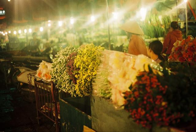 Top 10 popular night markets in Vietnam 1