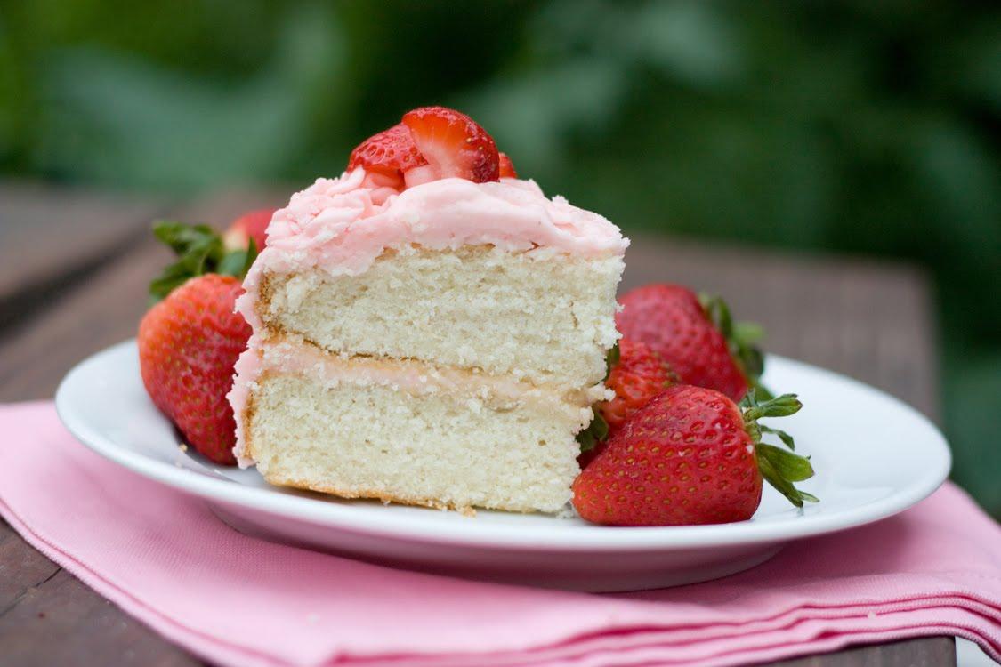 strawberry birthday cake recipe - 1125×750
