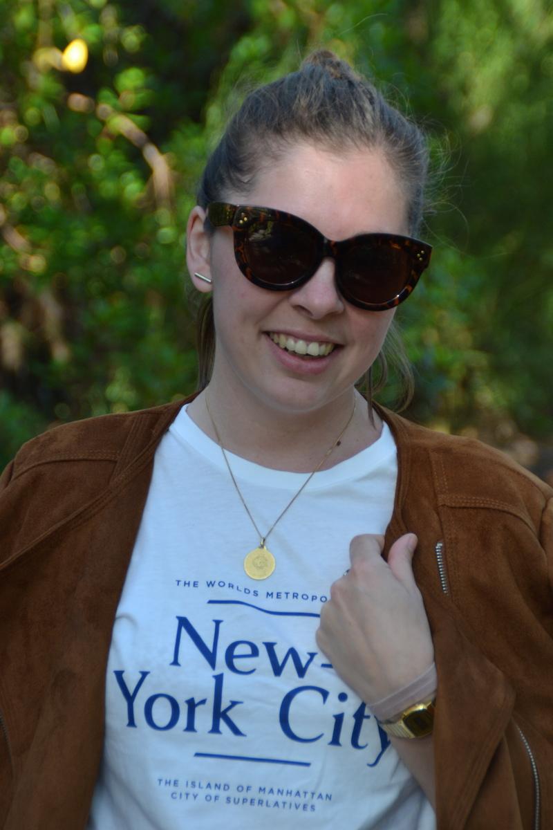 veste en suedine stradivarius, t-shirt H&M, lunette Aliexpress