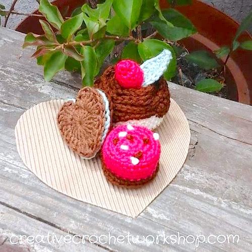 http://www.creativecrochetworkshop.com/2017/01/valentine-chocolate-treats/