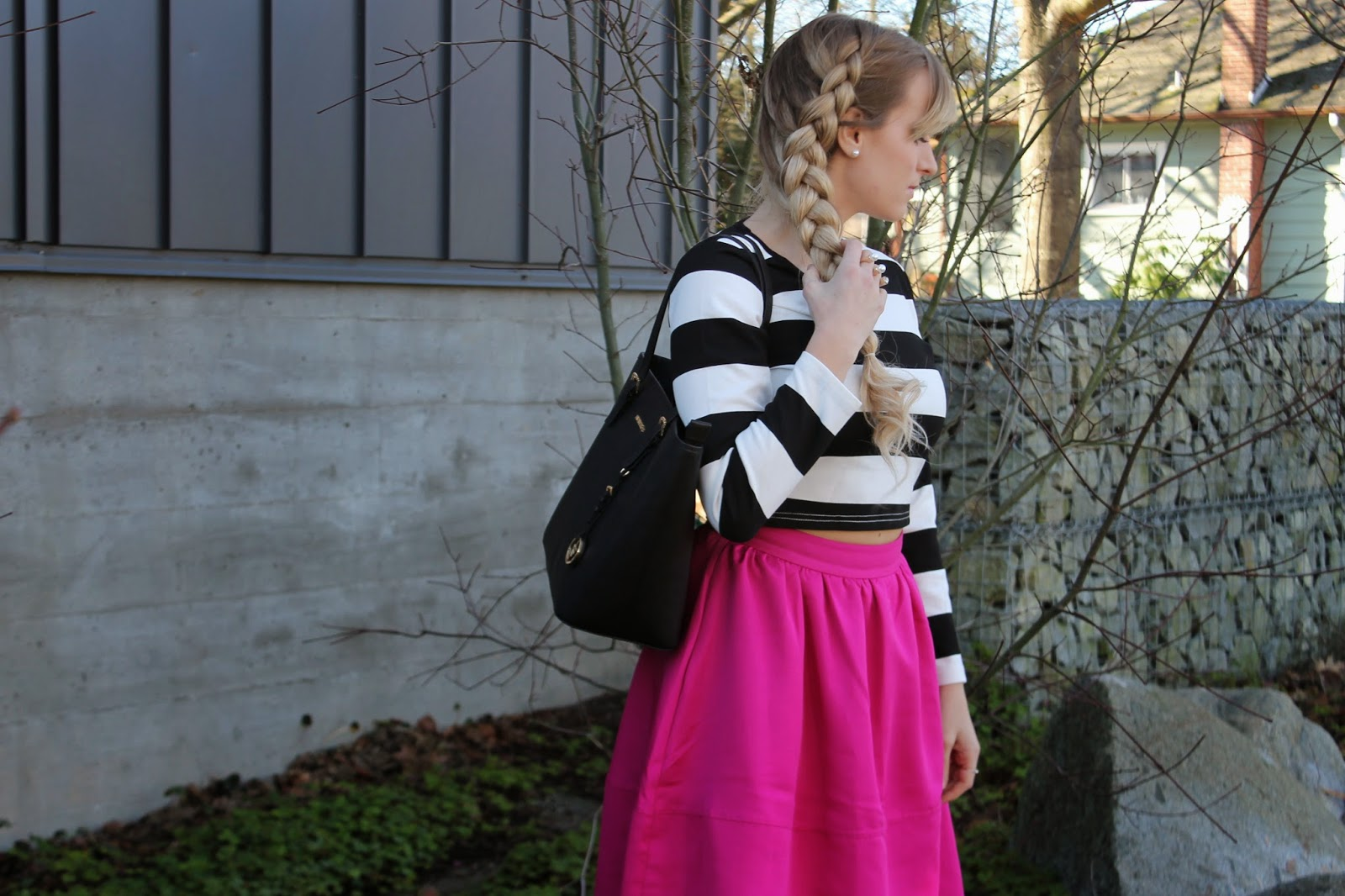 what-to-wear-with-a-pink-skirt