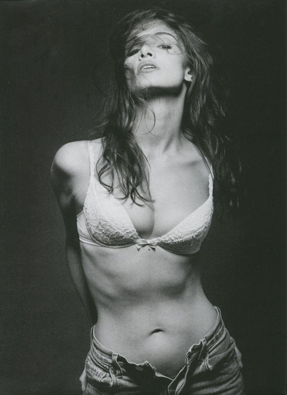 Nadia Farès