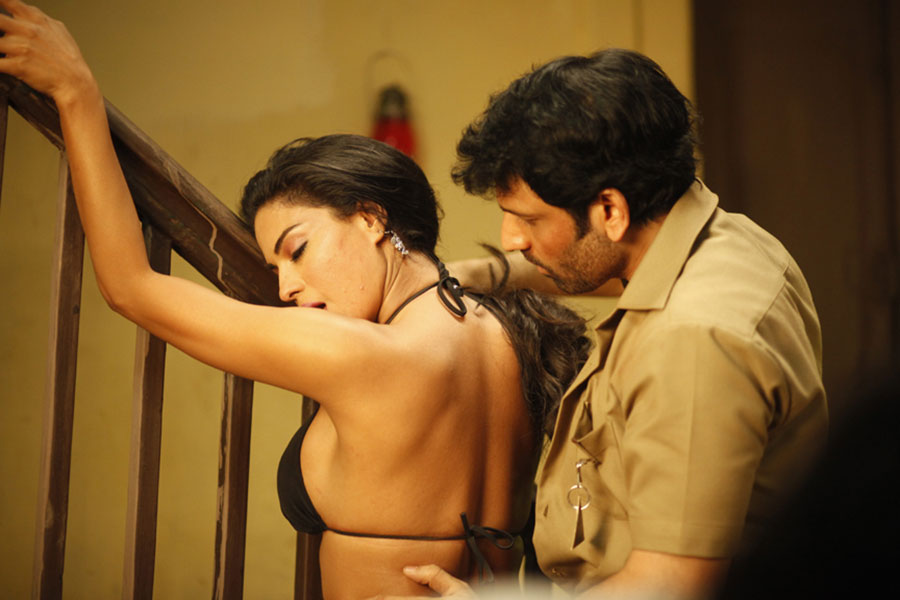 Rangeela movie hot photo gallery
