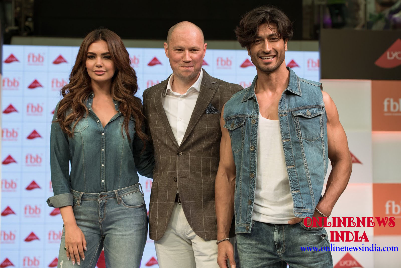Esha Gupta and Vidyut Jamwal unveiling the fbb Lycra collection