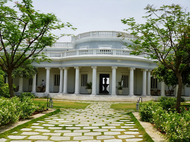 Falaknuma Palace Images: courtyard
