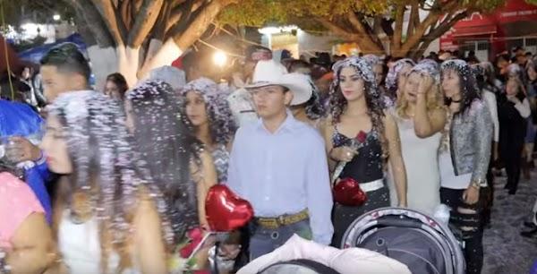 Mujeres de los Altos de Jalisco participan en desfiles para encontrar novio (VIDEO)