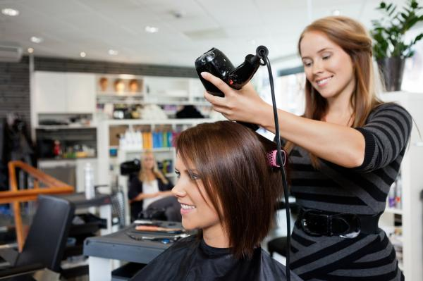 5 Reasons to Invest in Cosmetology School