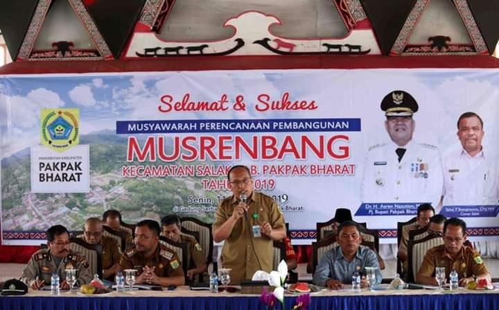 Asisten Administrasi dan Pembangunan, Supardi Padang, SP saat membuka acara Musrenbang