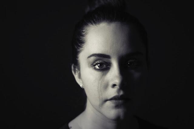 Chica llorando, triste, superación personal, depresiva, momentos complicados de la vida