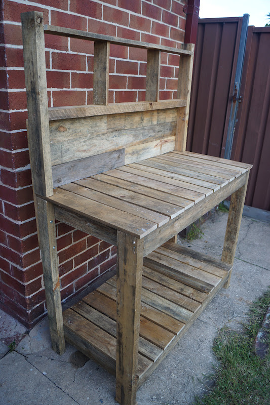 Green Thumbs And Dirty Nails Pallet Potting Table