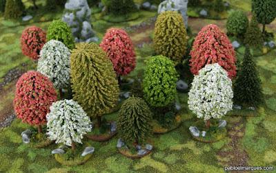 Bosque blanco, rosa y verde amarillento