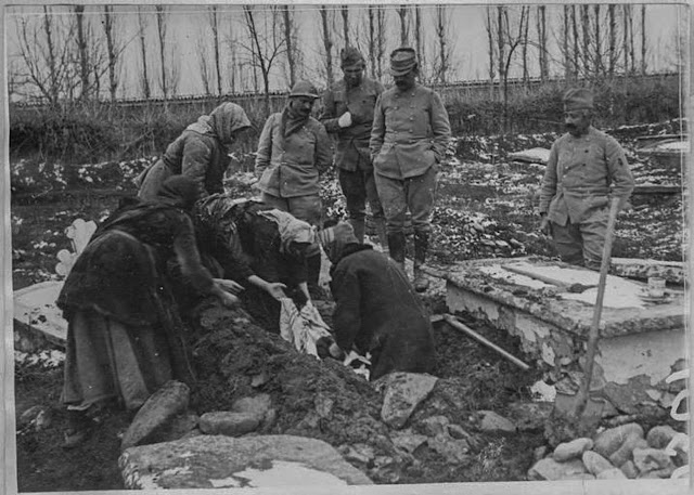 Victim of the bombardment of Bitola - Burial without coffin in the pit from 0.50 to 0.60 meters deep, dug by the family - Bitola, January 1917