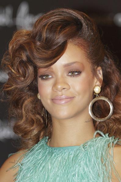 Rihanna's New Hair Style - Beauty Blvd.