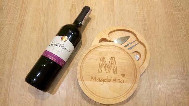 deska do serów, nóż i widelec do sera, korkociąg o wina, zestaw przyborów do wina i sera z deseczką