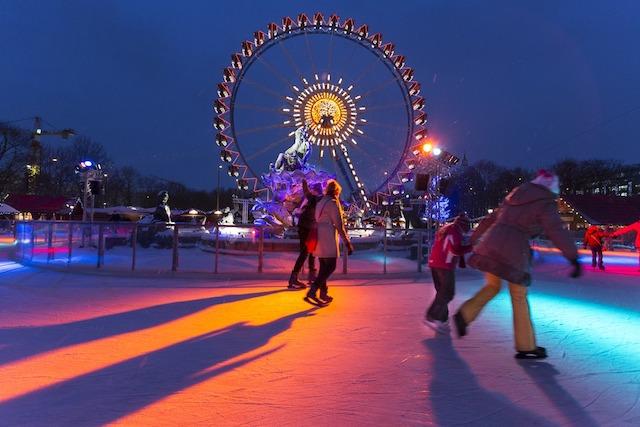 Pista de Patinação no Gelo do Mercado de Natal da Prefeitura Vermelha