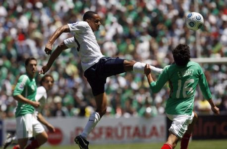 http://3.bp.blogspot.com/-Y0Hu5WM-_lA/TeutE0fQBgI/AAAAAAAAENA/tfum7CJ8n6M/s1600/LIVE+USA+Vs+Mexico+friendly+football+soccer+stream.jpg