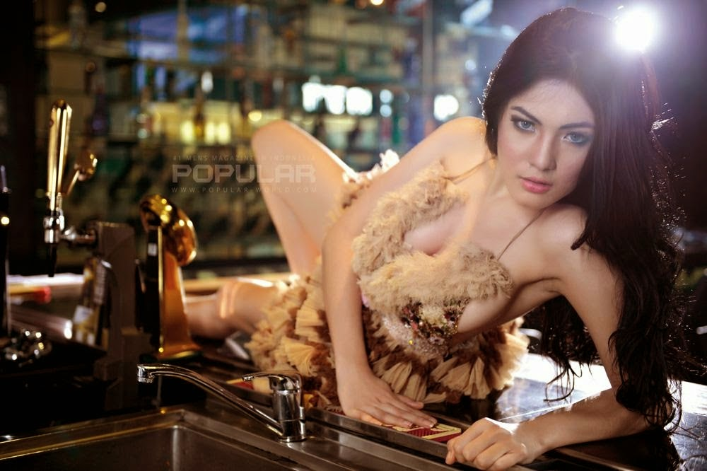Nisa Beiby Hot Pose at Popular World Magazine April 2014