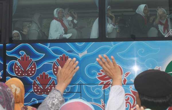 ribuan calon jamaah haji indramayu siap berangkat ke makkah