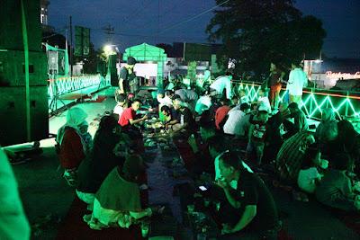 Suasa Makan Mandaran di Malam Hari di Brug Loji