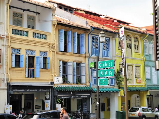 pastellfärgade hus i Singapore